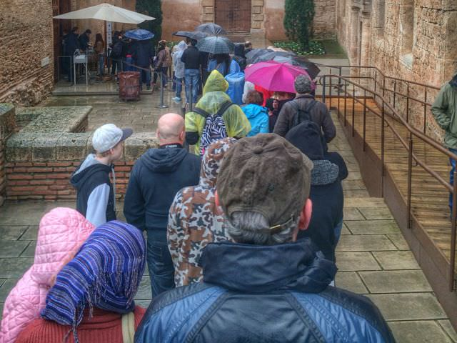 Queue at the Alhambra low-season