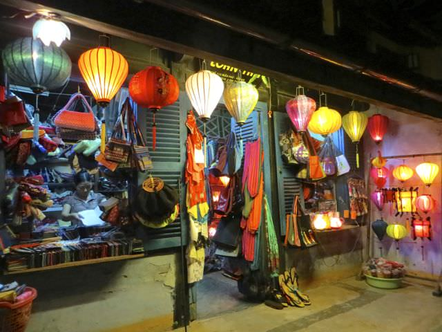 Shop Hoi An what to see in vietnam in 2 weeks