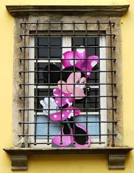 travel stories minnie mouse