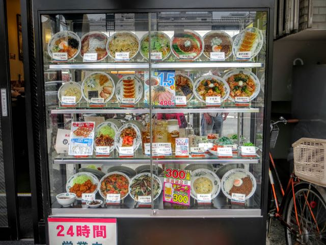 what-to-eat-in-japan-food-vending-machines
