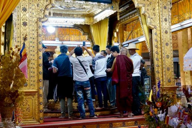 Inle Lake Tour Hpaung Daw U Pagoda