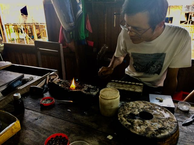 Inle Lake Tour heating silver