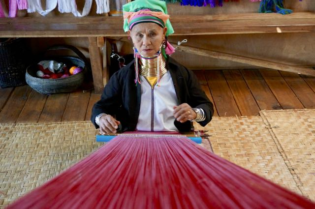 Inle Lake Tour long neck lady weaving