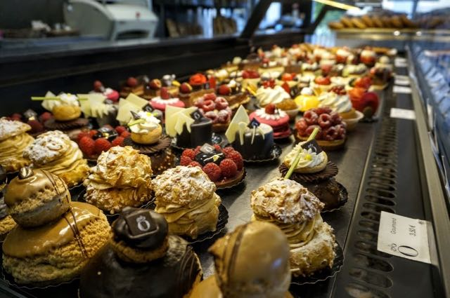 Things to do in Bordeaux cakes